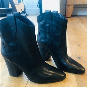 Aerosoles Lincoln Square black leather booties 10